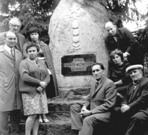 Keidaners at a monument to those murdered in the Borer Woods.